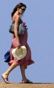 Carla Bruni col pancione