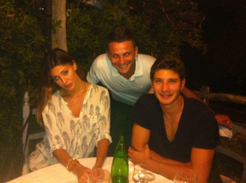 Belen e Stefano lite al ristorante