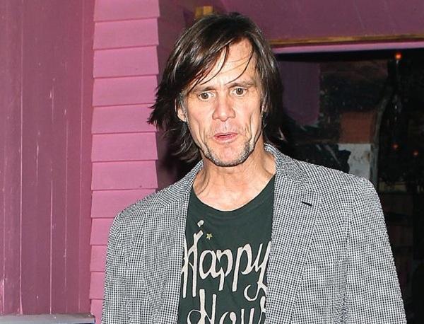 Jim Carrey fotografato in pessime condizioni fuori da un locale