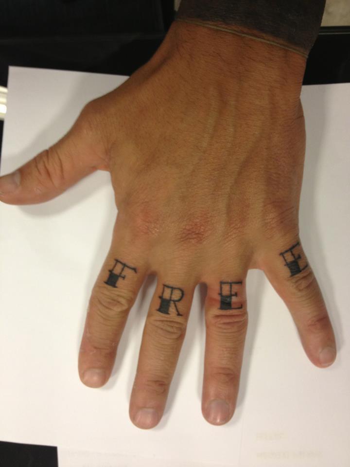 tatuaggio 150x150 Nina Moric sta ancora male, Corona nuovo tatuaggio ...