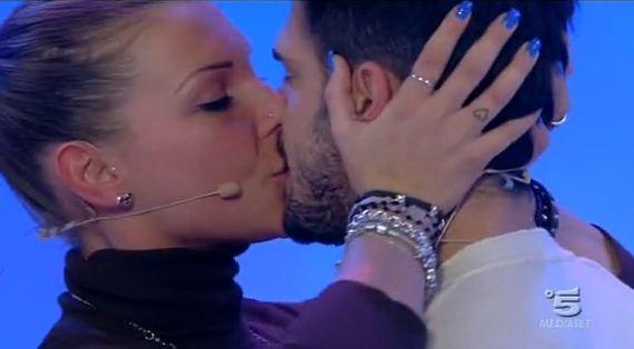 Cristian e Tara Cristian e Tara, anticipazioni prossima puntata Uomini e Donne: lui in lacrime e lamante in ospedale immgine