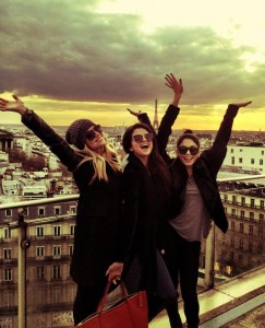 selena gomez a parigi 243x300 Selena Gomez: sexy e felice a Parigi senza Justin Bieber immgine