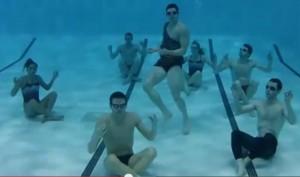 immagine-harlem-shake-piscina