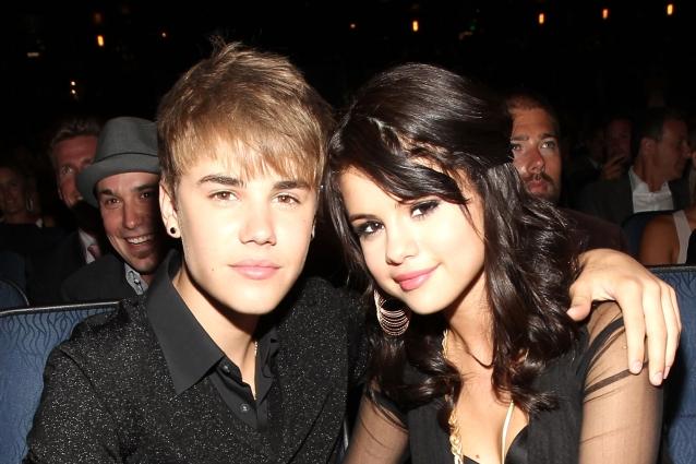 Justin-Bieber-e-Selena-Gomez-felici-e-innamorati-a-cena-insieme