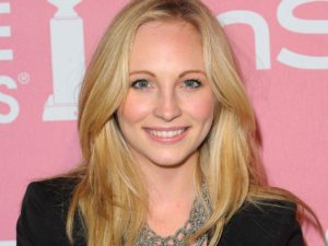 Candice Accola pregnant 300x225 The Vampire Diaries, Candice Accola: Caroline è incinta immgine
