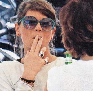 alessandra-amoroso-sigaretta