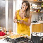 benedetta parodi in cucina 150x150 Benedetta Parodi, Molto Bene su Real Time: spesa e tre ricette immgine