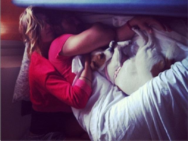 Gossip uomini e donne cecilia sveglia francesco un - Abbraccio letto ...