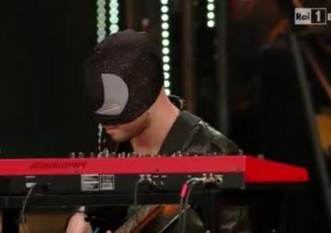 sanremo-chitarrista-maschera