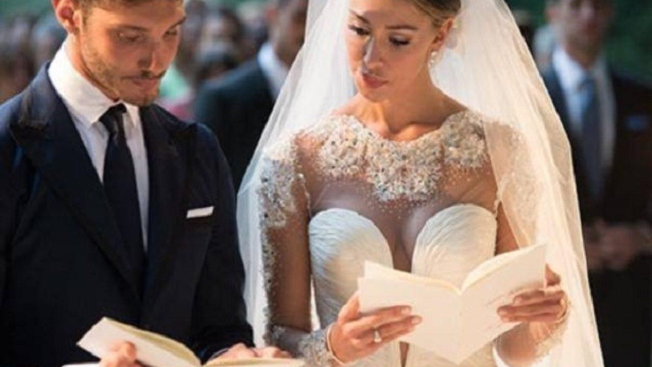 l'ultimo 8cf6c 0653c Belen e l'abito da sposa non pagato: è guerra tra sarta e stilista