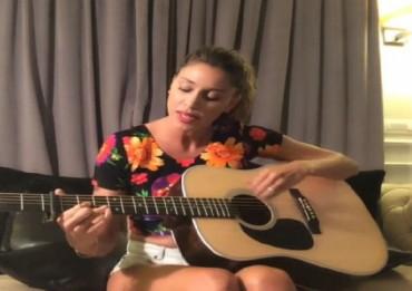 belen_rodriguez_chitarra_voce