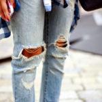 jeans strappati moda 150x150 Chiara Biasi, il web e le malelingue: intime confessioni di una fashion blogger immgine