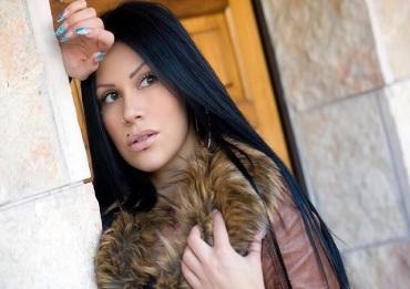 Mia Cellini minacciata