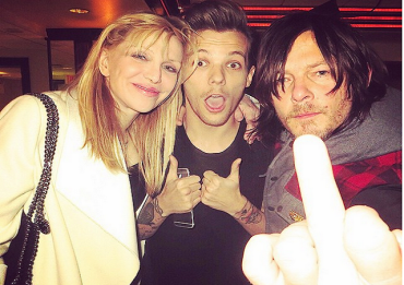 louis-tomlinson-courtney-love-norman-reedus