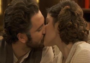 il-segreto-anticipazioni-tristan-candela-bacio-canale-5