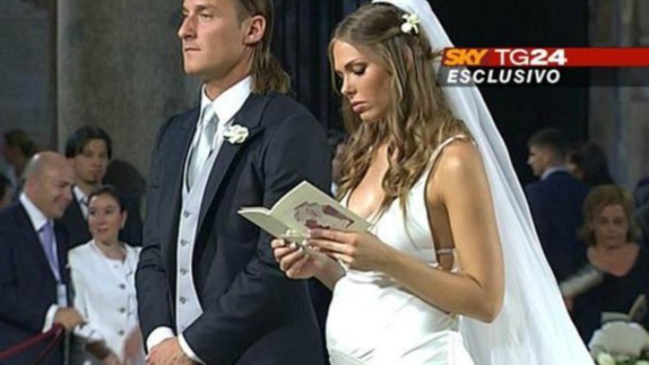 Anniversario Matrimonio Totti.Ilary Blasi E Francesco Totti Dieci Anni D Amore Con Sorpresa