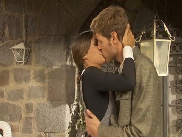 mariana-nicolas-bacio-il-segreto