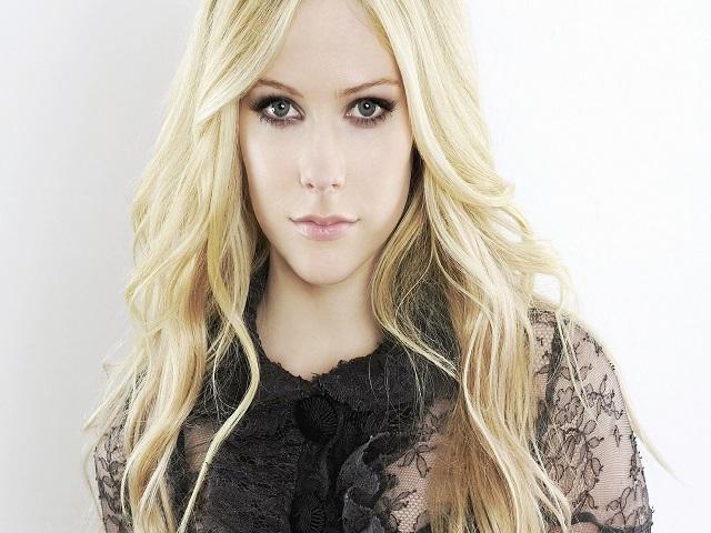 Avril Lavigne Matrimonio In Nero : Avril lavigne è la sposa in nero di chad kroegher