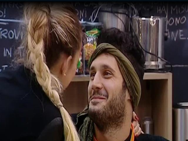 Simone-rossella-grande-fratello-bacio