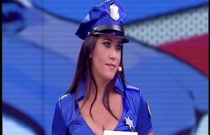 poliziotta-avanti-un-altro
