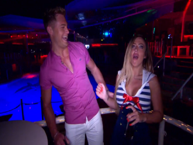 geordie-shore-11-scott-flirta-con-holly