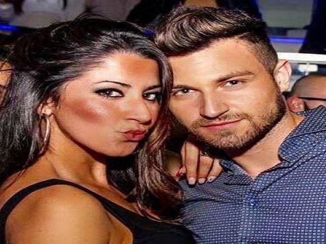 Coppia fidanzati dopo discoteca