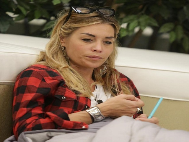 Gf VIP, Stefano Bettarini ci prova con Mariana Rodriguez