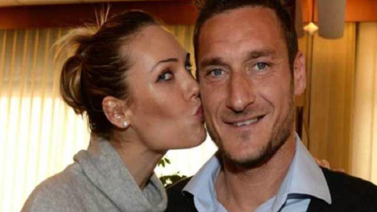 Anniversario Matrimonio Totti.Ilary Blasi E Totti Anniversario I Due Innamoratissimi La Foto