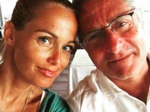 sonia bruganelli: la moglie di bonolis rifiuta pechino express davanti a un bancomat