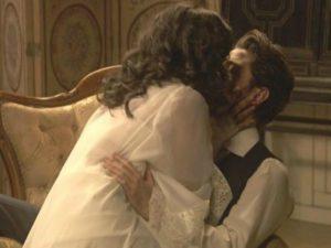 Lucia seduce Hernando - Il Segreto anticipazioni spagnole