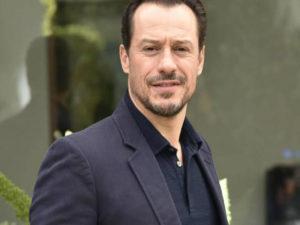 Stefano Accorsi, 1993 la serie