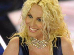 Antonella Clerici conduce sanremo young