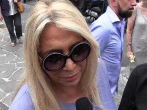 Mara Venier, funerali Paolo Limiti: irritazione con un fan per un selfie