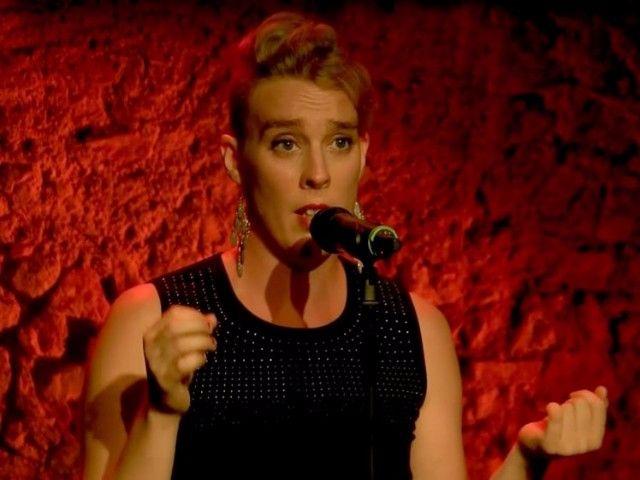 Barbara Weldens, la cantante francese è morta folgorata sul palco