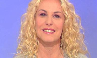 Antonella Clerici sfondo celeste