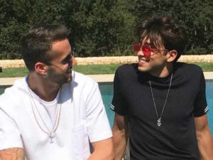 Riki e Andreas: sfida a colpi di addominali fra Amici