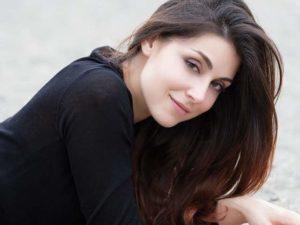 Miriam Candurro è Serena Cirillo - Upas
