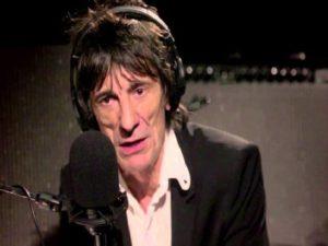 Ronnie Wood, chitarrista dei Rolling Stones, parla del cancro che l'ha colpito