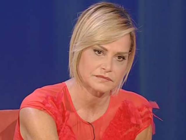 Simona Ventura in red