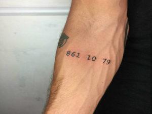 Il nuovo tatuaggio di Stefano De Martino: ma che vuol dire?