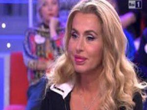 Valeria Marini: la showgirl desidera un figlio e parla della crisi tra D'Alessio e la Tatangelo
