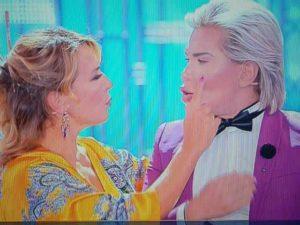 Barbara d'Urso, il Ken umano ci prova con la conduttrice in diretta tv