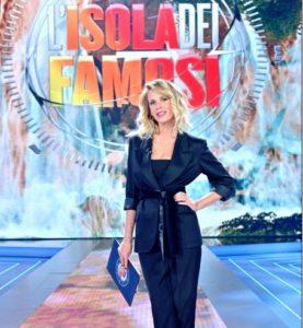 alessia marcuzzi e il look nella prima puntata dell'isola dei famosi 2018