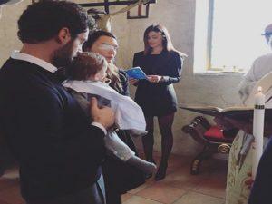 Belen Madrina A Un Battesimo è Polemica Per Labito Scelto