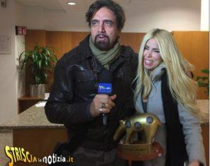 loredana lecciso riceve il tapiro d'oro