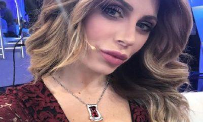 paola caruso selfie sensuale