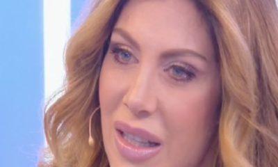 Paola Caruso sfondo strisce
