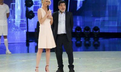 Foto Maria De Filippi e Maradona insieme ad Amici Serale