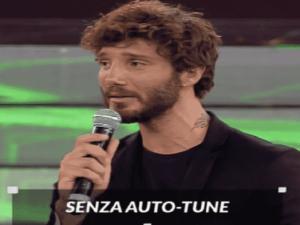 Foto De Martino che canta in napoletano ad Amici 2018 Serale