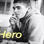 hero fiennes tiffin fuma